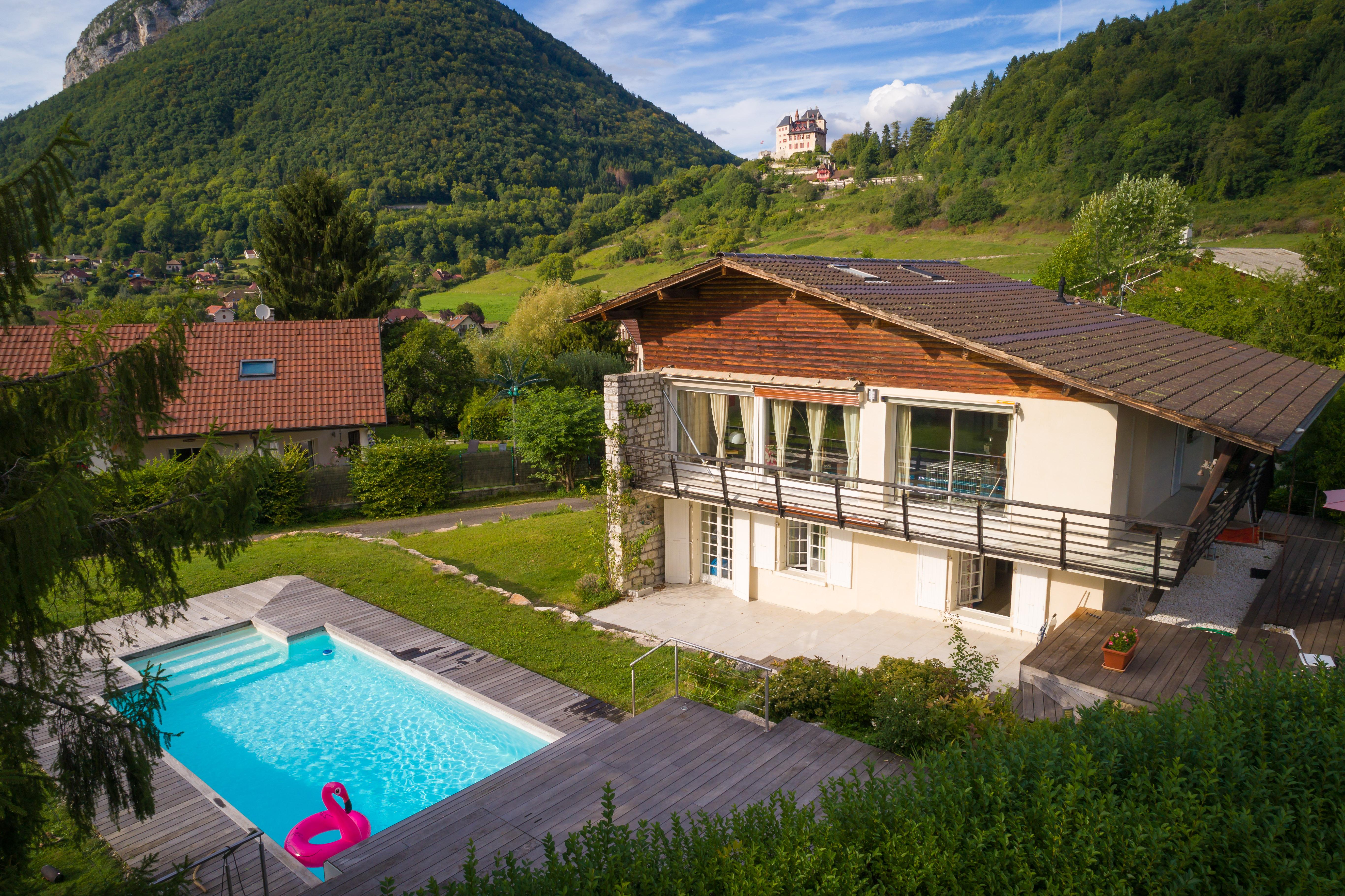Maison avec piscine chauff e vue ch teau lac et montagnessweet property agence immobili re - Maison avec vue lac lands end ...