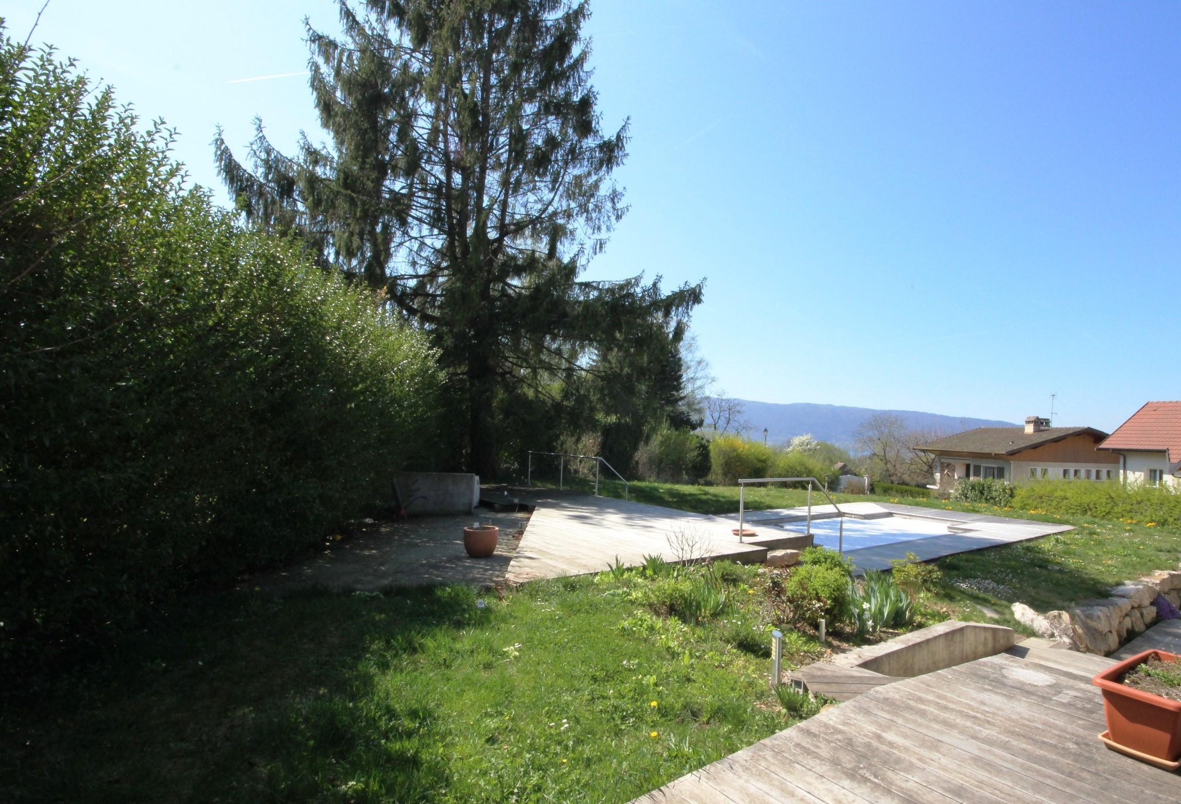 Maison avec piscine chauff e vue ch teau lac et for Piscine du lac