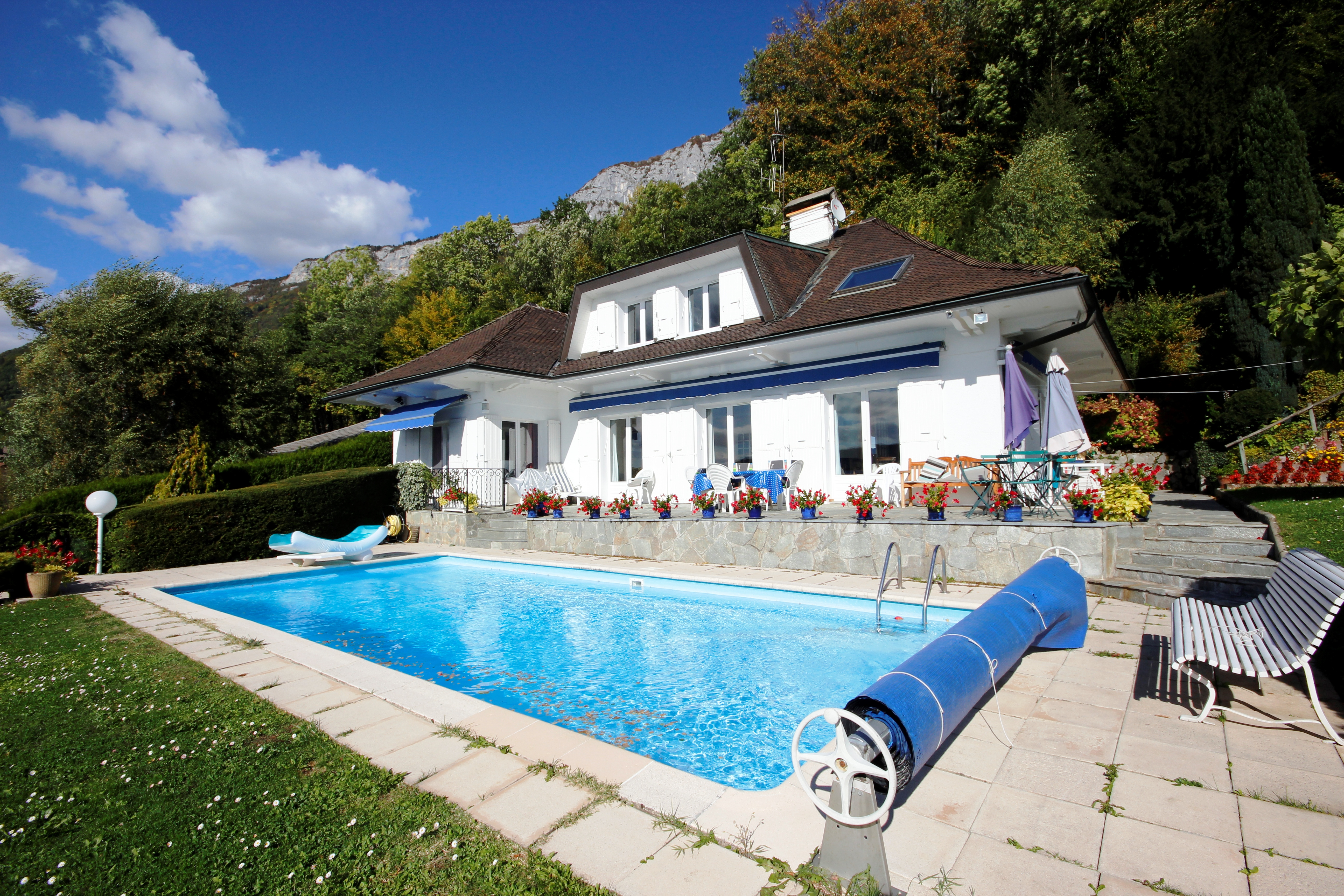 Maison 7 pi ces avec piscine vue panoramique sur le for Piscine du lac