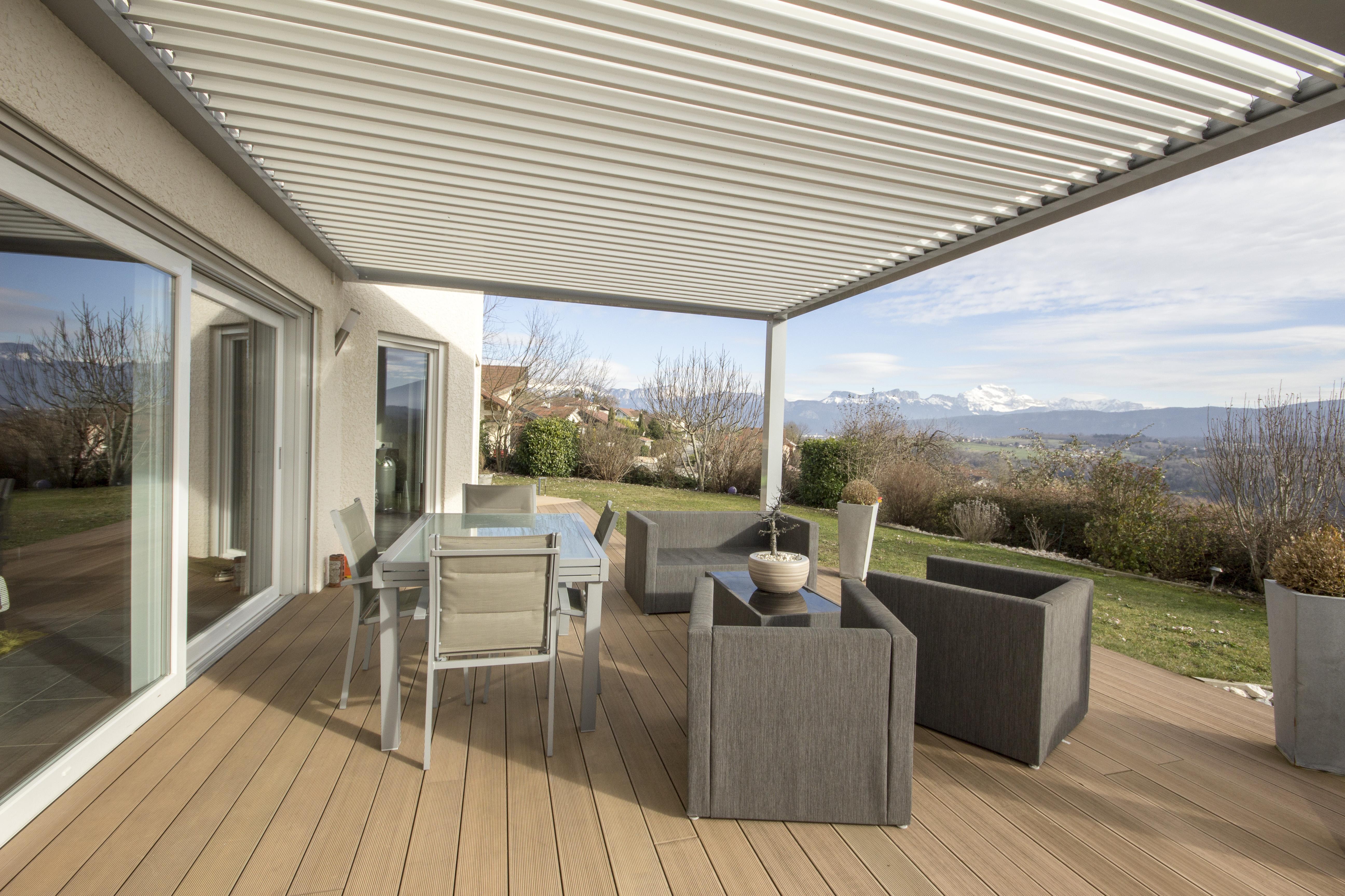 Magnifique maison moderne avec piscine et vue d gag esweet for Maison moderne piscine