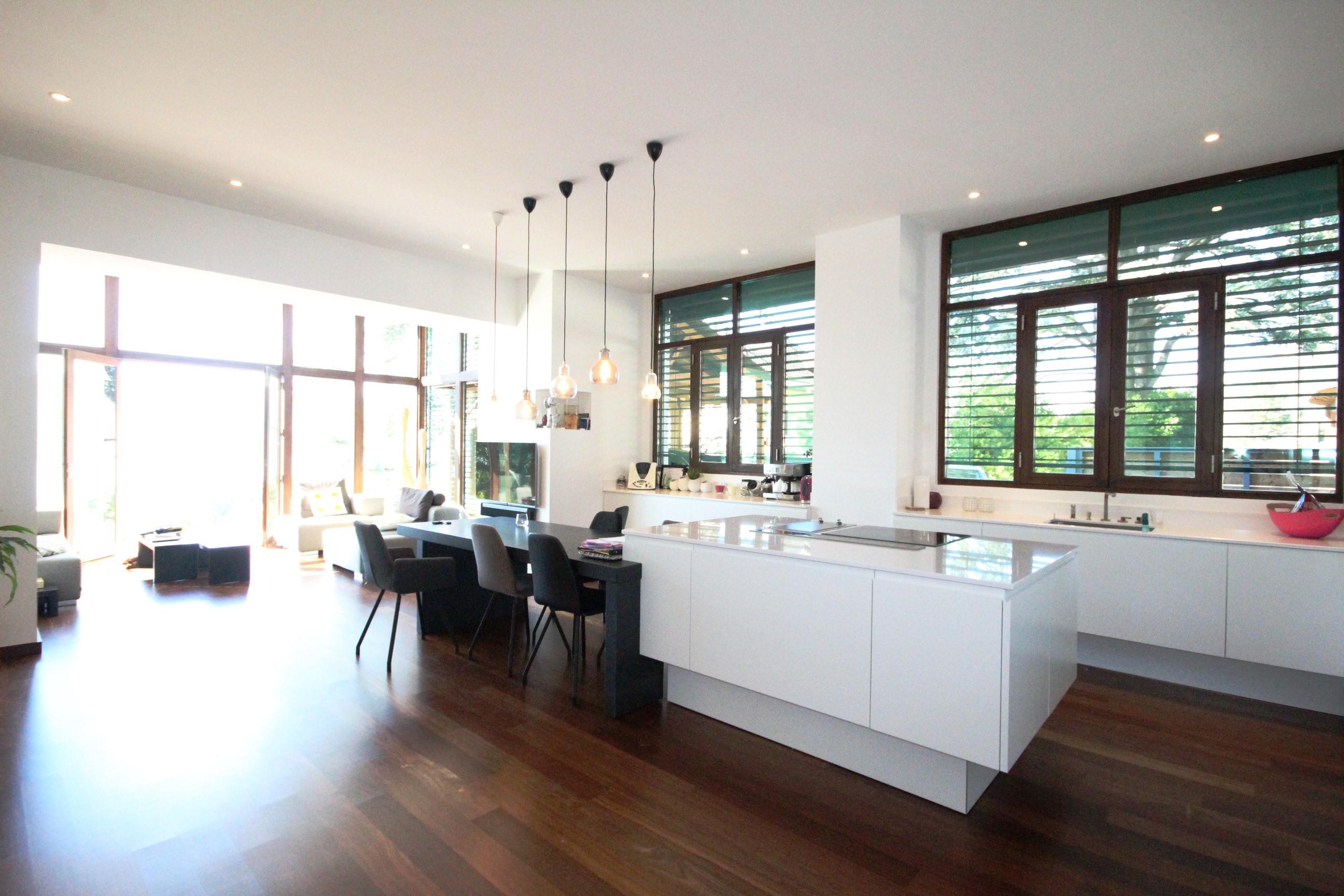 Magnifique loft avec vue imprenable sur le lacsweet for Loft agence immobiliere