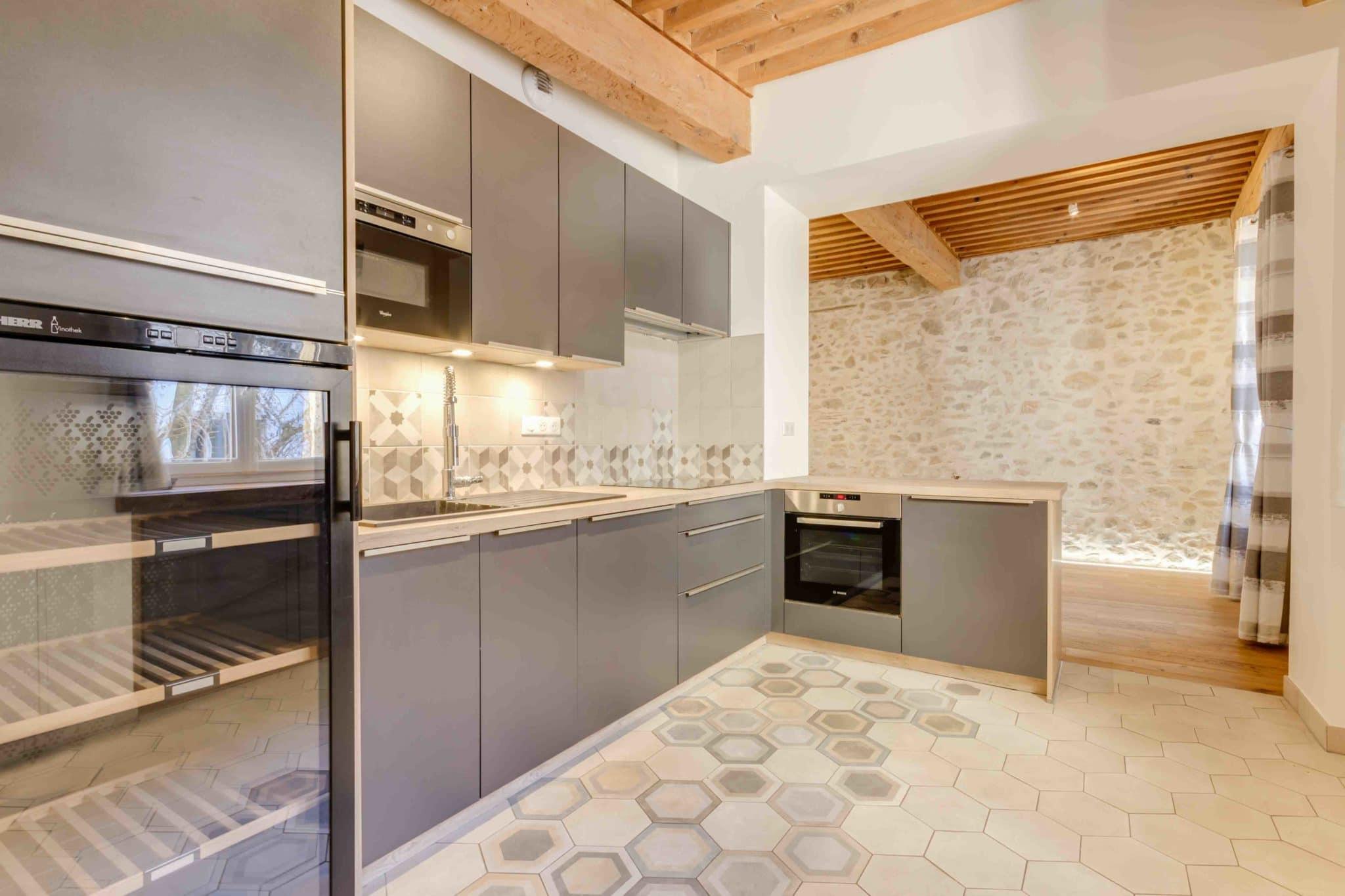 Annecy centre-ville appartement T3 Rénové Avec Poutres Et Pierres Apparentes